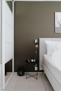 Nyvasket everything - Eirin Kristiansen Pale Pink Bedrooms, Pink Bedroom Walls, Room Decor Bedroom, Minimalist Bedroom, Modern Bedroom, College Room Decor, Green Marble, Living Room Grey, Wall Colors