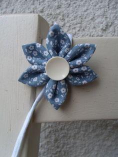 Haarband Blume Blüte hellblau weiß Blümchen Haar von Krimskrämerei auf DaWanda.com