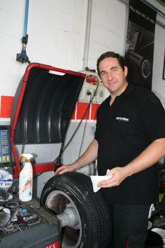 Rafa Palacios. Más de 40 años dedicados al neumático y el automovil