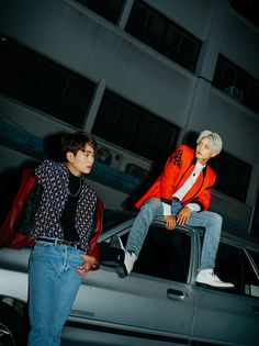 "SHINee Releases New Teaser Images, Jonghyun Introduces Self-Composed Track ""Prism"""
