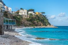 Conseils pour visiter Naples en 6 jours - JDroadtrip.tv, Voyager au féminin Tv, Beach, Water, Outdoor, Advice, Gripe Water, Outdoors, Seaside, Tvs