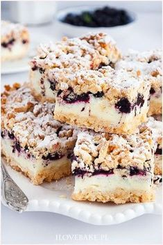 Shortbread cake with blueberries and pudding mousse Polish Desserts, Cookie Desserts, Just Desserts, Cookie Recipes, Dessert Recipes, Shortbread Cake, Dessert For Dinner, Pumpkin Cheesecake, Sweet Cakes