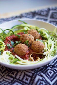 Feel Good Kitchen: Mausteiset tomaatti-basilika-pyörykät