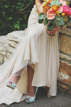 We love everything about this bride photo: http://www.stylemepretty.com/little-black-book-blog/2014/10/13/preppy-romance-at-natures-point-on-lake-travis/ | Photography: Diana M. Lott - http://www.dianamlottphotography.com/