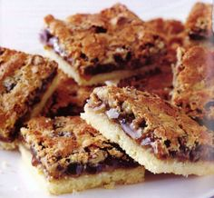 Living - Butter tart Squares - Butter tart squares offer all the goodness of butter tarts without having to make pastry.Canadian Living - Butter tart Squares - Butter tart squares offer all the goodness of butter tarts without having to make pastry. Tart Recipes, Wine Recipes, Baking Recipes, Cookie Recipes, Baking Ideas, Canadian Living Recipes, Canadian Food, Köstliche Desserts, Delicious Desserts
