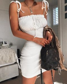 grafika fashion inspo, ootd und outfit goals Source by White Outfit Casual, All White Party Outfits, White Summer Outfits, Trendy Outfits, Cute Outfits, Fashion Outfits, Summer Dresses, Day Outfits, Party Outfit Summer