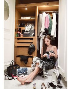 syj: Can someone help me pack while I snack?🍫🍪 Au revoir 💚I'll miss you! Yoona, Snsd, Free Online Diary, Jessica Jung Fashion, Le Meurice, V Video, Instyle Magazine, Cosmopolitan Magazine, Ice Princess