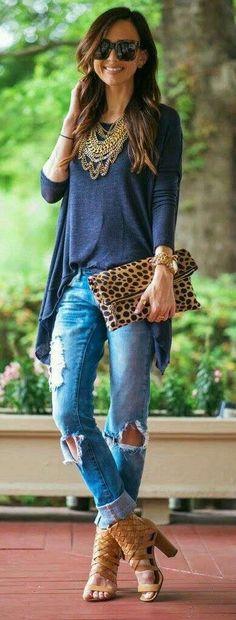 Look denim con bolso de mano - Look denim con bolso de mano con print de leopardo.