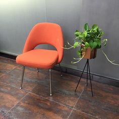Knoll Saarinen Executive Conference Chair classic replica side chair