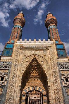 Sivas Gök Madrasah tiles – Gök Madrasah: It is in the city center. Islamic Architecture, Beautiful Architecture, Art And Architecture, Ankara, Beautiful World, Beautiful Places, Beautiful Mosques, Historical Art, The Masterpiece