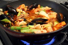 Jjamppong (Spicy mixed-up seafood noodle soup) Korean Dishes, Korean Food, Korean Bbq, Maangchi Recipes, Seafood Recipes, Cooking Recipes, Asian Soup, Korean Recipes, Asian Cooking