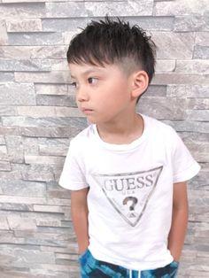 Hairstyles boys キッズカットSummer Menino de verão com corte infantil: Modern Boy Haircuts, Little Boy Haircuts, Kids Hairstyles Boys, Teen Hairstyles, Baby Haircut, Kids Cuts, Kids Fashion Boy, Men's Fashion, Hair Quality