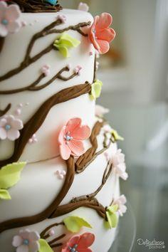 Details of birdie cake. Delicatesse Postres by Jenny Ho Panna Cotta, Wedding Cakes, Ethnic Recipes, Food, Deserts, Wedding Gown Cakes, Dulce De Leche, Essen, Cake Wedding