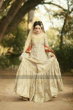 Latest Wedding Bridal Sharara Designs & Trends Collection consists of Top Pakistani & Indian Designer fancy embroidered sharara dresses! Asian Bridal Dresses, Pakistani Wedding Outfits, Pakistani Bridal Dresses, Pakistani Wedding Dresses, Bridal Outfits, Indian Dresses, Indian Suits, Indian Wear, Dress Outfits