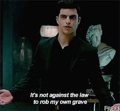 kulo-ren: Raphael Santiago being a sassy vampire