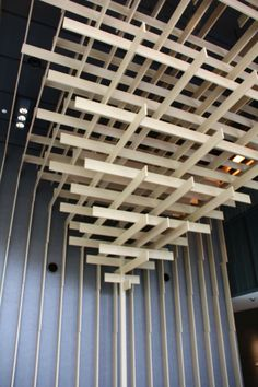 Ceiling of lobby, Tokyu Capitol Hotel: inspired by Japanese shinto shrines Japan Architecture, Wood Architecture, Art Restaurant, Restaurant Design, Roof Design, Ceiling Design, Modern Japanese Interior, Cafe Counter, Ceiling Grid