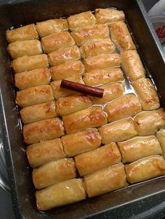 """Η Συνταγή είναι από κ. Sofia Karasarou– """"ΟΙ ΧΡΥΣΟΧΕΡΕΣ / ΗΔΕΣ"""". Υλικά: Greek Desserts, Sausage, Sweets, Meat, Ethnic Recipes, Food, Pies, Gummi Candy, Sausages"""