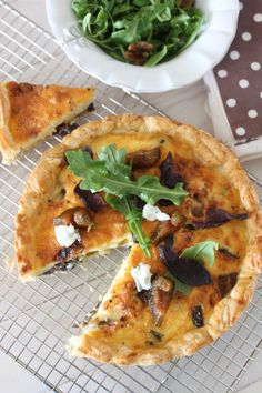 Biltong, Gorgonzola and Preserved Fig Tart recipe. A delightfully flavoured recipe for a biltong, gorgonzola and preserved fig tart. Tart Recipes, Savoury Recipes, Pastry Recipes, Kos, Savory Tart, Savoury Pies, Fig Tart, Biltong, Pizza