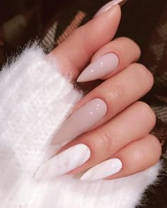 On average, the finger nails grow from 3 to millimeters per month. If it is difficult to change their growth rate, however, it is possible to cheat on their appearance and length through false nails. Summer Acrylic Nails, Cute Acrylic Nails, Cute Nails, Pretty Nails, Summer Nails, Glitter Nails, Hair And Nails, My Nails, Nail Polish