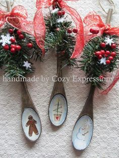 25 Creative DIY Wooden Spoons Crafts 25 Creative DIY Wooden Spoons Crafts<br> Every kitchen should have wooden spoons. But if you want to make them more beautiful you can decorate them. You can paint them in different colors, for Wooden Spoon Crafts, Wooden Spoons, Wooden Diy, Diy Wood, Christmas Wood, Primitive Christmas, Christmas Projects, Painted Spoons, Christmas Decorations