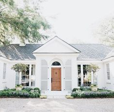 small house sophistication small houses are my favorite ones to max out the potential on the exterior! these are prime examples of small house sophistication! Patio Interior, Interior And Exterior, Interior Doors, Style At Home, House Goals, My Dream Home, Home Fashion, Curb Appeal, Exterior Design