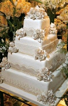Wedding Cakes Simple Flowers Lace Ideas For 2019 Square Wedding Cakes, White Wedding Cakes, Elegant Wedding Cakes, Wedding Cake Designs, Wedding Themes, Trendy Wedding, Wedding Table, Wedding Events, Wedding Photos