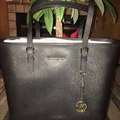 🎉SOLD🎉 LG  BLACK Michael Kors Jet Set Tote Black leather with Gold hardware.  Spacious and Roomy!! Top zip closure with room for everything! Lots of pockets to keep you organized. Sophisticated yet understated...💞 tags still attached! Michael Kors Bags Totes