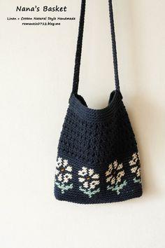튤립 가방 & 데이지 가방 : 코바늘 가방 : 네이버 블로그 Crochet Box, Crochet Clutch, Crochet Handbags, Knit Crochet, Cell Phone Pouch, Casual Bags, Knitted Bags, Clutch Purse, Gift Bags