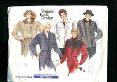 Vintage Vogue 1968 Rancho mano o bombardero estilo chaquetas con hombros extendidos, profundo corta mangas y bolsillo variaciones  ALREDEDOR DEL AÑO 1987  ... TAMAÑO 10 .. .leer la carta del apresto para mediciones  CONDICIÓN DE PATRÓN PATRÓN SIN CORTAR ** COMPLETA *** FÁBRICA PLIEGUES *** INSTRUCCIONES INCLUIDAS  CONDICIÓN de envolvente / usado, rasgado o arrugado las esquinas y bordes/pluma marcas/descolorida ***   POR FAVOR NOTA *** ESTE ES UN PATRÓN DE COSTURA *** NO UN ACABADO ROPA…