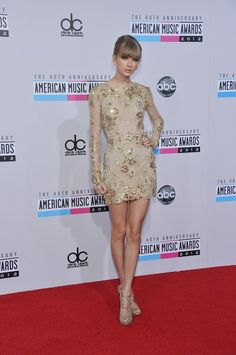 Taylor Swift on 2012 American Music Awards' red carpet.