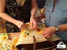 Hace ya unas semanas que Cristina de Marieta Vola Vola, integrante de nuestro grupo,nos ofreció al grupo la posibilidad de hacer en su casa un taller de decoupage para forrar nuestros propios...