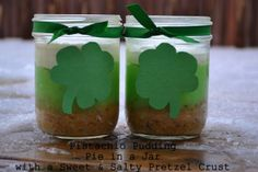 Pistachio Pudding Pie in a Jar Recipe! {with a sweet and salty pretzel crust} #recipes