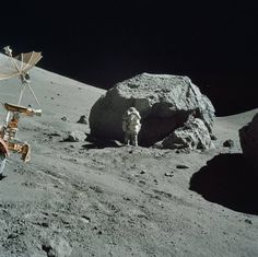 Nasa The Best Lesser Known Apollo Images To Make You Long for a New Moon Landing - From 10 to here are some of the best shots from the moon missions. Apollo Space Program, Nasa Space Program, Mini Bars, Programa Apollo, Cosmos, Planets And Moons, Moon Missions, Nasa History, Space And Astronomy