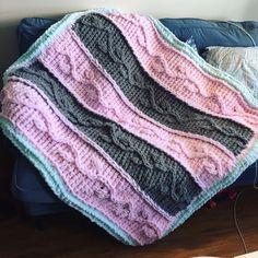 I Love My Blanket Knitting (@iloveblanket) • Instagram photos and videos Blankets For Sale, Climbing Vines, Finger Knitting, Knitted Blankets, Repeating Patterns, Color Show, Knitting Patterns, Colours, Videos