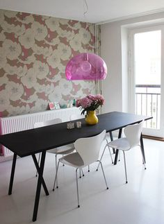 I'm all about the wallpaper, and apparently so is everyone else... I would love to try the vinyl kind since I rent...
