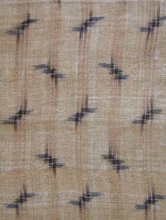 detail of KASURI BASHO-FU KIMONO ・ 芭蕉布絣着物. BASHO-FU BANANA FIBER KIMONO  縦絣:てぃかち 横絣:琉球藍  WARP KASURI: TIKACHI (Rhaphiolepis umbellata)  WEFT KASURI: RYUKYU INDIGO (Strobilanthes cusia)  LATE 19C/EARLY 20C