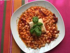 A kurufasulye, magyarul száraz bab-ból készült török étel, igen népszerűek Törökország szerte.Levesként is találkozhatunk vele, de jellemzőbb, hogy sűrűbbre, inkább a magyar főzelékhez hasonló állagúra főzik. Ahogy a török konyhában megszokhattuk, egy-egy étel számtalan verzióban készül, nincs ez…
