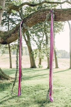 Such a simple but pretty ceremony backdrop