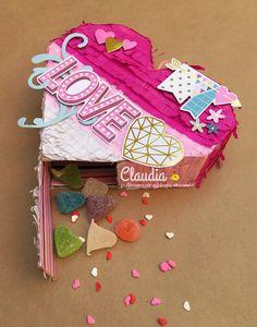 Trendy Retos - Febrero - Caja con forma de corazón y decorada como una piñata - Embellishments So Fancy Simple Stories.