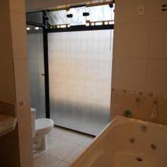 banho casal: Banheiros translation missing: br.style.banheiros.rústico por Metamorfose Arquitetura e Urbanismo
