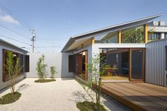 Designed by Arii Irie Architects in Hamamatsu, Japan, the single family house is an attempt to seek new relationships between indoor and outdoor, old and new.