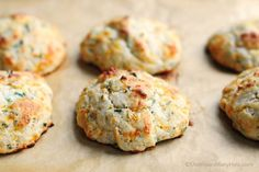 This recipe for Sour Cream Cheddar and Chive Drop Biscuits makes a savory biscuit that is the perfect partner for just about any meal. 3 Ingredient Biscuit Recipe, Biscuit Recipe No Milk, Hardees Biscuit Recipe, Biscuit Dessert Recipe, Homemade Biscuits Recipe, Healthy Biscuits, Savoury Biscuits, Biscuit Bread, Buttery Biscuits