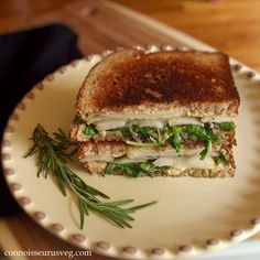 Vegan Rosemary and Pear Panini. A sweet and savory autumn panini made with succulent pears rosemary and creamy vega cashew cheese. Vegan Vegetarian, Vegetarian Recipes, Vegan Food, Veg Recipes, Delicious Vegan Recipes, Yummy Food, Vegan Wraps, Gula, Vegan Burgers