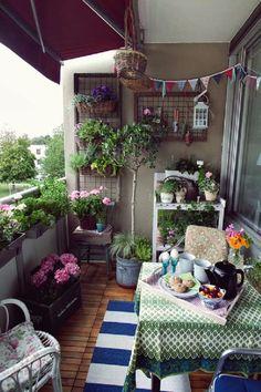 Apartment Balcony Garden, Small Balcony Garden, Small Balcony Decor, Apartment Balcony Decorating, Outdoor Balcony, Apartment Balconies, Cool Apartments, Balcony Ideas, Balcony Plants