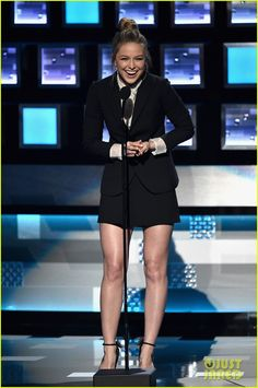 Melissa Benoist Accepts Favorite New TV Drama for 'Supergirl' at People's Choice Awards 2016