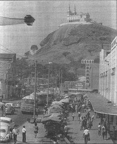 """Penha - Avenida Braz de Pina III Penha - Avenida Braz de Pina III Na foto de 1971, do arquivo do jornal """"O Globo"""", vemos, em primeiro plano, a Avenida Brás de Pina, a Casas Sendas, na esquina com a Engenheiro Francisco Passos e que depois passou a ser Bon Marché e agora é um Supermercado Guanabara; um pouco mais ao fundo, a Casas da Banha, que atualmente é o supermercado Intercontinental;"""
