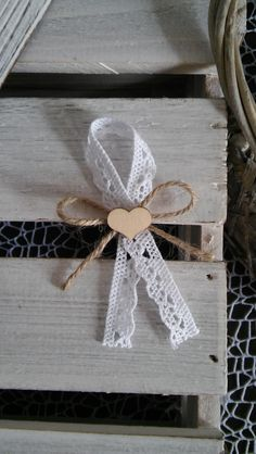 Wedding Table, Diy Wedding, Wedding Day, Diy And Crafts, Arts And Crafts, Fabric Ornaments, Bow Design, Party Favor Bags, Decoration Table