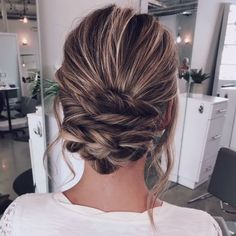 50 Glam Updo Styles For Wedding! – Hair Tutorials 50 Glam Updo Styles For Wedding! Do you wanna see more fab hairstyle ideas and tips for your wedding? Then, just visit our web site babe! Wedding Hair Half, Classic Wedding Hair, Wedding Updo, Wedding Bride, Down Hairstyles, Braided Hairstyles, Wedding Hairstyles, Bridal Hairstyle, Medium Hair Styles