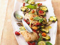Découvrez la recette Blanc de poulet et légumes rôtis sur cuisineactuelle.fr.