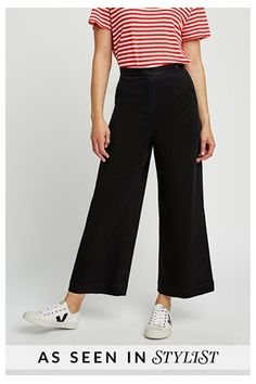 Cropped Trousers Outfit, Black Wide Leg Trousers, Wide Pants, Wide Legs, Coulottes Outfit, Pantalon Large, Mode Style, Travel Wardrobe, Capsule Wardrobe